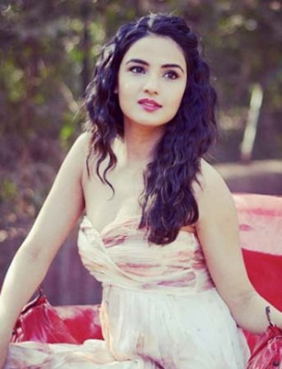 Rare & Unseen Pictures Of The Vivacious Jasmin Bhasin!