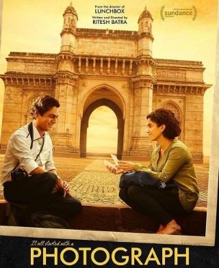 रिलीज हुआ फोटोग्राफ का नया पोस्टर, तस्वीरें देखती नजर आयीं सान्या
