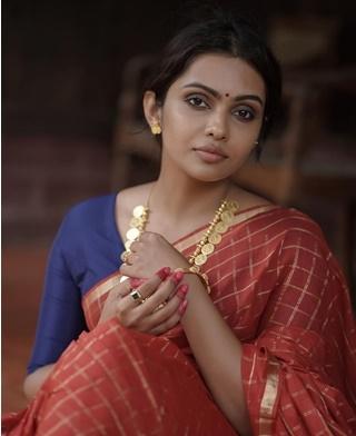 സാരിയില് മനോഹരിയായി തന്വി റാം, ചിത്രങ്ങള് കാണാം