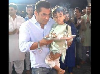 Ganpati Visarjan: Salman Dances With Joy Despite The Rain