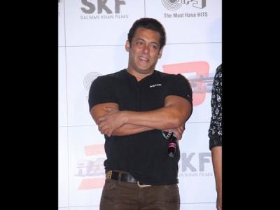 Salman Breaks Silence On Rejecting Remo's Dance Film!