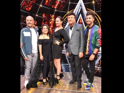 Indian Idol 10: Sonakshi Had A Blast With The Contestants!