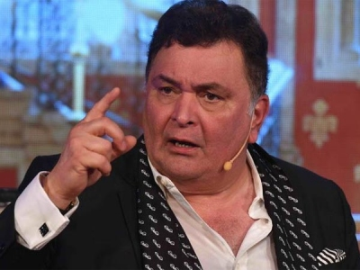 Rishi Kapoor TROLLS A Fan & Calls His Grammar Bad!