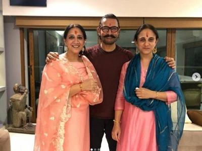 Raksha Bandhan: Aamir Khan Ties Rakhi To His Sisters!