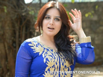 Pooja Gandhi Escapes From A  Hotel Without Paying Bill