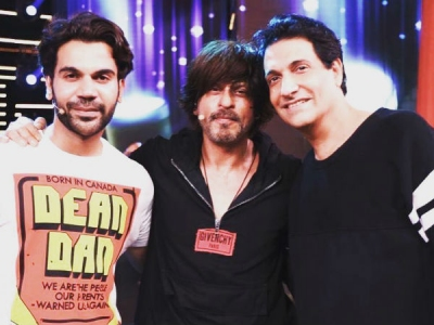 Inside Pics: Shahrukh Khan Caught Rehearsing For Filmfare