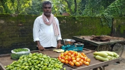 Balika Vadhu Director Sells Vegetable In UP