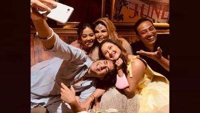BB Reunion: Rashami, Vikas, Rakhi & Others Chill At Party