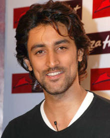 Kunal Kapoor: Age, Photos, Family, Biography, Movies, Wiki ...