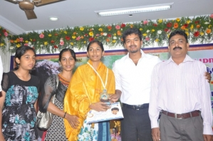 Ilayathalapathy Vijay Honoured State Toppers Photos - FilmiBeat