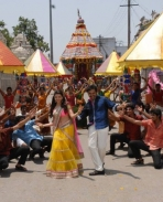 Kajal Aggarwal and Karthi still from All in All Azhagu Raja