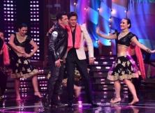 Salman Khan and Shah Rukh Khan on the sets of Bigg Boss 12
