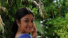 Therodum Veedhiyile Movie Actress Stills