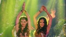 Maryam Zakaria And Scarlett Wilson still from Bajatey Raho