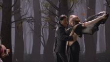 Shahrukh Khan and Deepika Padukone romantic still from Chennai Express