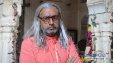 Gulshan Grover still from film Sooper se Ooper