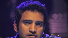 Santhanam still from Endrendrum Punnagai Movie