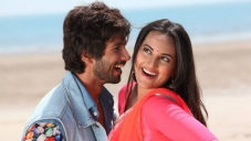 Shahid Kapoor and Sonakshi Sinha still from Saree Ke Fall Sa song of R Rajkumar film