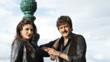 Mohan Babu and Raveena Tandon still from Pandavulu Pandavulu Tummeda