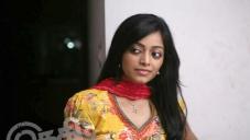 Janani Iyer still from Thegidi