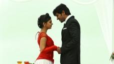 Nazriya Nazim and Dulquer Salman  still from Vaayai Moodi Pesavum