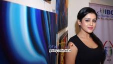 Mishti Chakraborty Inaugurates 'Hues 2' Art Exhibition