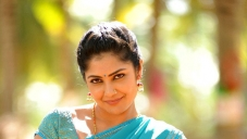 Kamalinee Mukherjee still from Govindudu Andarivadele Movie