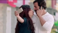 Shruthi Hassan Kiss Akshay Kumar in Gabbar Is Back