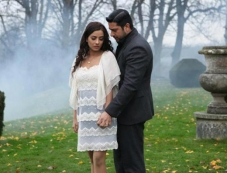 Romantic Still of Aftab Shivdasani and Tia Bajpai Photos