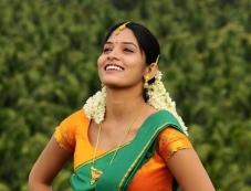 Oruvar Meethu Iruvar Sainthu Actress Pictures Photos