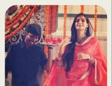 Dhanush & Sonam Kapoor Still From Raanjhnaa Photos