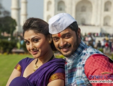 Shreyas Talpade and Manjari Fadnis Still From Wah Taj Photos