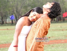 Shruthi and Akash in Kannada Film Neralu Photos