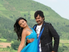 Yashwin & Nikitha Narayan in Nee Naan Mattum Photos