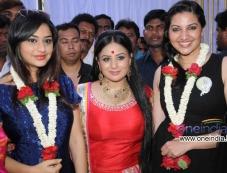 Ramya Barna, Pooja Gandhi, Bhavana at Kannada Movie Abhinetri Muhurat Photos