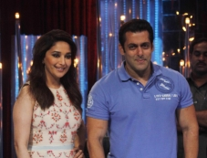 Salman Khan and Madhuri Dixit Snapped at JDJ 6 show Photos