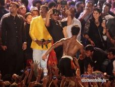 Shah Rukh Khan congratulate the winners at Sachin Ahir's Dahi Handi Celebration Photos