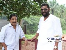 Sreenivasan and Lal in Malayalam Movie Kannadi Talkies Photos