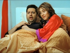 Aftab Shivdasani and Manjari Phadnis still from Grand Masti Photos
