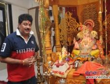 Bharti Mehra offers prayer to Ganpati Photos