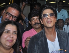 Happy New Year film starcast Shahrukh Khan and Boman Irani with Film maker Farah Khan Photos