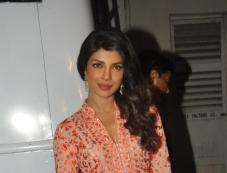 Priyanka Chopra snapped during Zanjeer film promotion on Bade Achhe Lagte Hain sets Photos