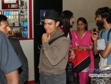 Aamir Khan leaves for Washington DC, US Photos