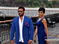 Chandi Perera along with Ajay Devgan during the Big Ad shoot at Goa Photos