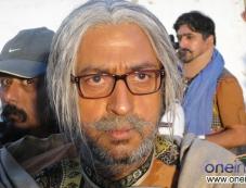 Gulshan Grover still from film Sooper se Ooper Photos