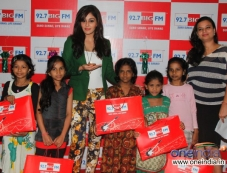 Pooja Chopra celebrates Diwali at 92.7 BIG FM along with kids from project crayons Photos