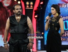 Priyanka Chopra enters Bigg Boss 7 to promote Krrish 3 Photos