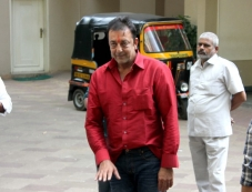 Sanjay Dutt gets 14-day furlough for the treatment of his leg Photos