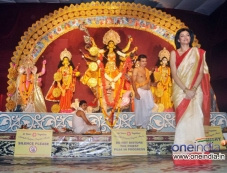 Sushmita Sen attends Durga Pooja celebration 2013 Photos