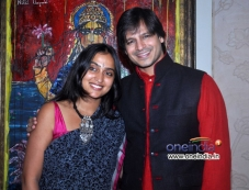 Vivek Oberoi along with his wife Priyanka Alva celebrates Diwali Photos